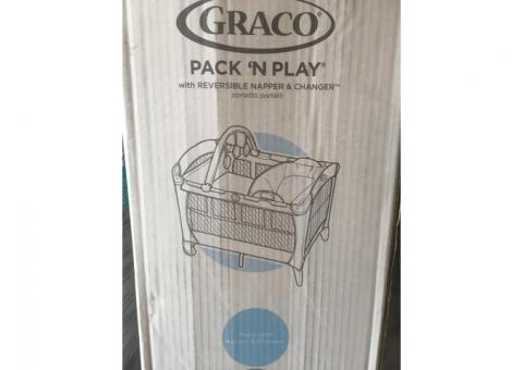 Pack n play with reversible napped and changer